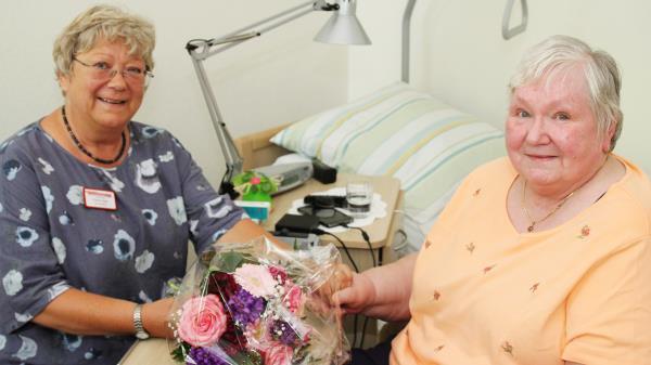Ehrenamtliche in der Betreuungsarbeit im Seniorenheim